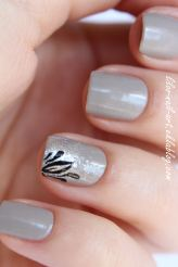 https://liloonailart.wordpress.com/2012/11/02/accent-nail-sur-le-joli-graceful-320-de-revlon/