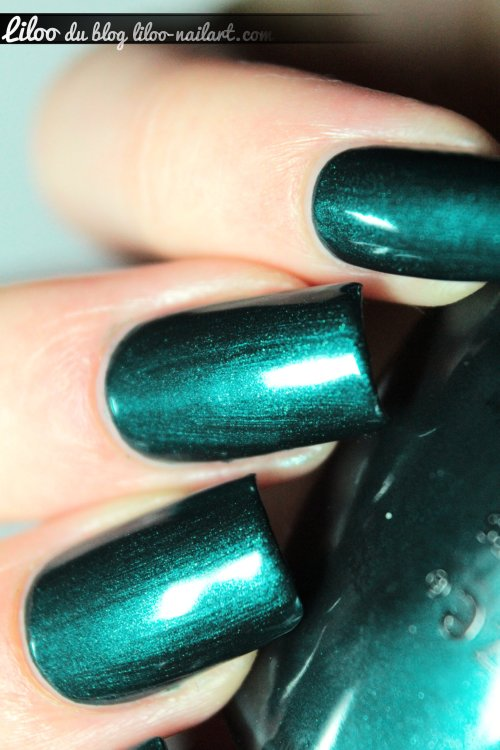 tongue and chic China Glaze liloo nail art